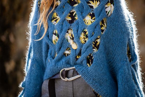 Фото №1 - Вещь дня: с чем носить свитер, чтобы не выглядеть как бабушка