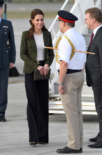 Фото №3 - Читаем по рукам: что говорят о Меган, Кейт и других королевских особах их руки