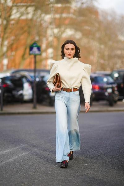 Фото №5 - Как носить джинсы клеш: вдохновляемся образами streetstyle-героинь