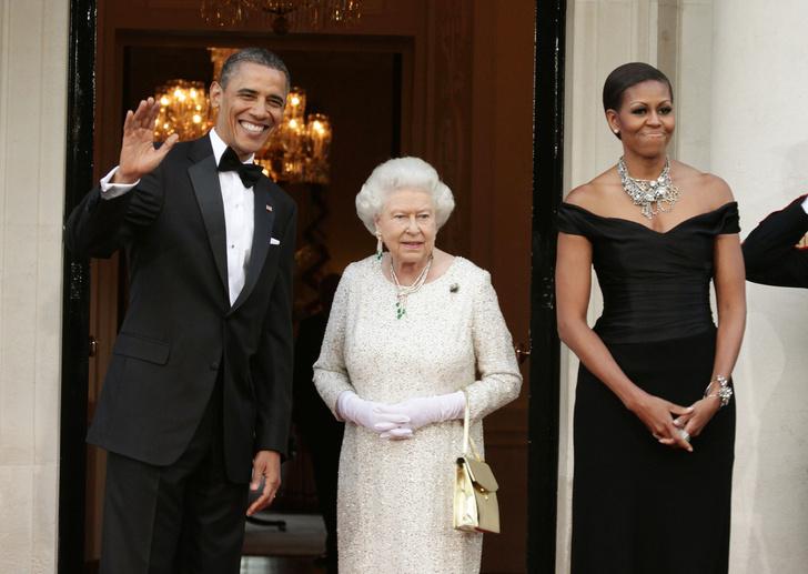 Фото №9 - От модных провалов до побед: как Первые леди одевались на встречи с Королевой