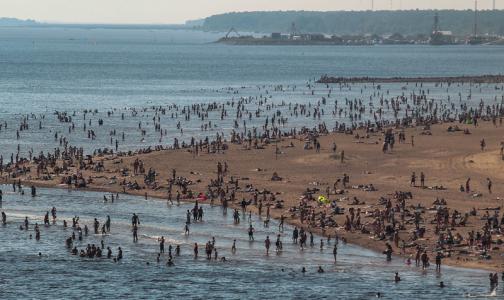 Фото №1 - С начала лета в Петербурге утонули шестеро. Спасатели напомнили, как оказать помощь утопающим