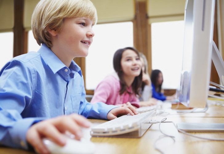 Фото №1 - Компьютеры в школах не повышают успеваемость