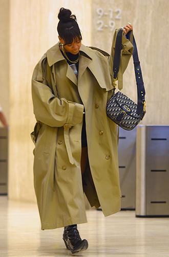 Фото №14 - Это слишком: как Рианна «помешалась» на одежде oversize