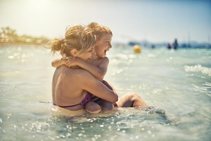 Фото №1 - Море как лекарство: почему для детского здоровья так важен мамин отпуск