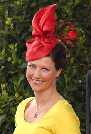 Фото №6 - 25 необычных шляп на королевских свадьбах