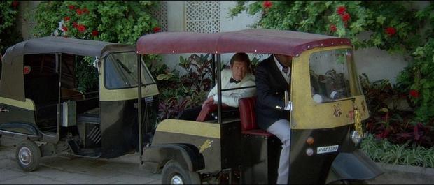 Фото №3 - Самые негероические автомобили Джеймса Бонда