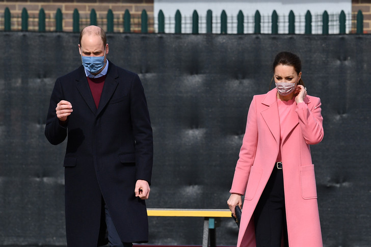 Фото №2 - И снова розовый: Кейт Миддлтон в невероятно красивом пальто оттенка жвачки