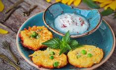 Овощные оладьи с адыгейским сыром и горошком