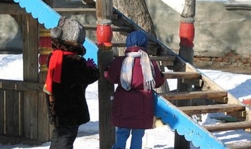Фото №1 - В больницы Петербурга стали поступать дети с переломами позвоночника