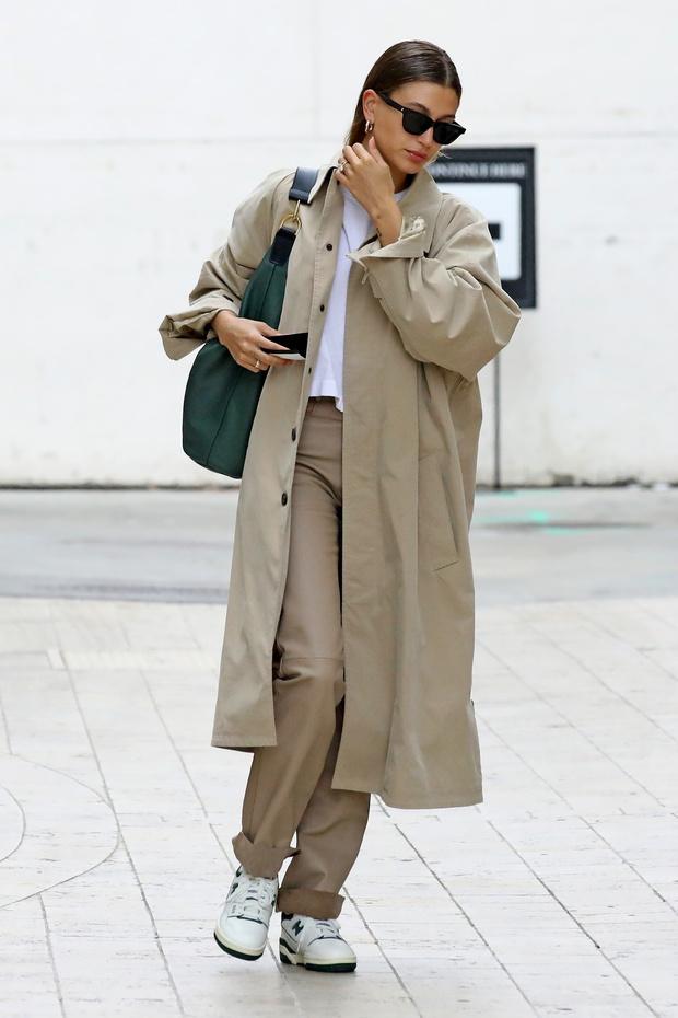 Фото №1 - Идеальный тренч, который навсегда останется классикой и не выйдет из моды— показывает Хейли Бибер
