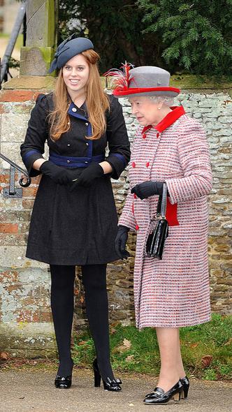 Фото №2 - Какой подарок Королева хотела сделать Беатрис и Евгении (и почему Сара Фергюсон от него отказалась)