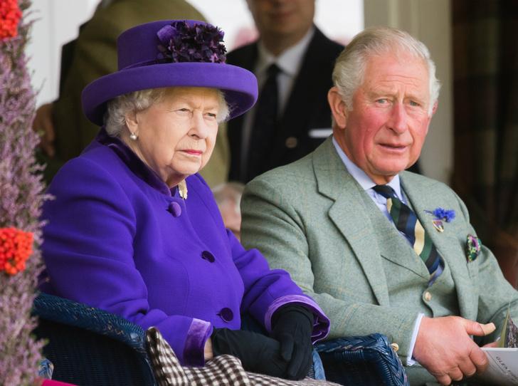 Фото №1 - Как Королева отреагировала на новость об изменах принца Чарльза