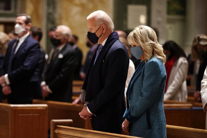 Фото №3 - Иванка плакала, Трамп обещал вернуться: как Джо Байдена посвящали в президенты