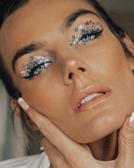 Фото №2 - Let's sparkle: 5 крутых мейк-апов с глиттером