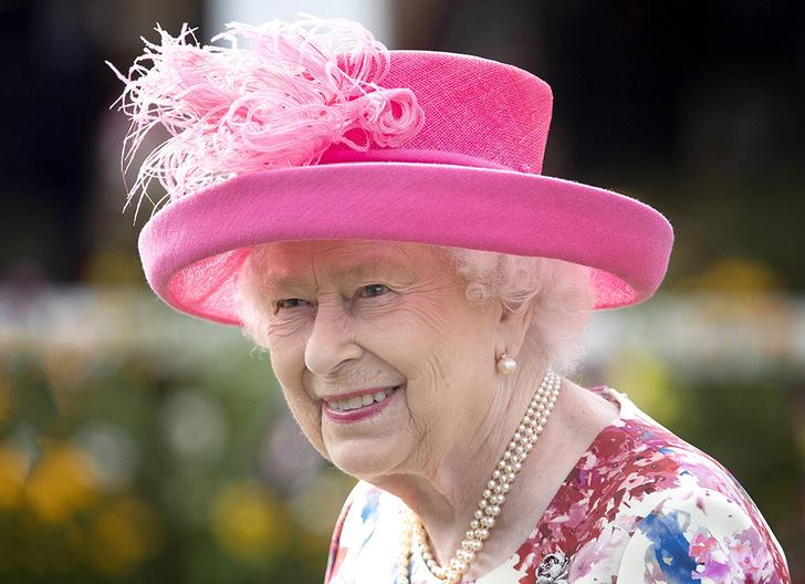 Фото №1 - Для кого Королева планирует приватную вечеринку в Букингемском дворце?