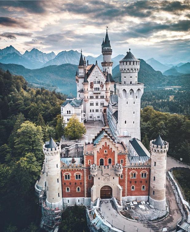 Фото №3 - В гостях у сказки: самые впечатляющие замки Европы