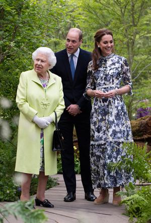 Фото №6 - 3 в 1: как британские модницы носят похожие платья Erdem