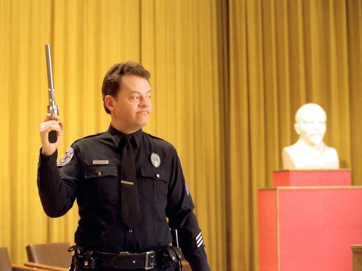 Дэвид Граф в роли Юджина Теклбери, «Полицейская академия 7: Миссия в Москве».