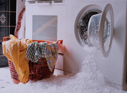 Дома ломается техника и бьется посуда refa массажер видео