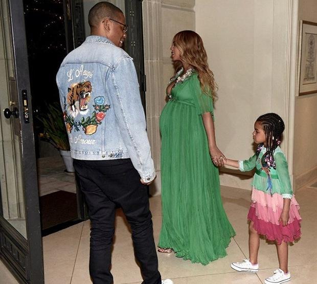 Фото №5 - Милота дня: беременная Бейонсе с семьей на премьере «Красавицы и Чудовища»