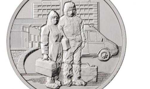 Фото №1 - Борющихся с коронавирусом медиков Банк России изобразил на памятных монетах