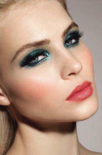 Фото №7 - Она вернулась: сине-голубая гамма в макияже глаз