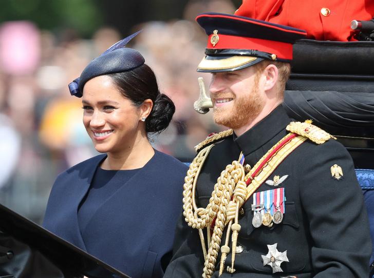 Фото №1 - Герцогиня Меган впервые появилась на публике после родов
