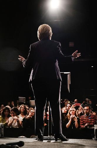 Фото №11 - Брючные костюмы и яркие цвета: модные победы Хиллари Клинтон