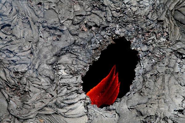 Фото №1 - Разрывы в жидкой лаве