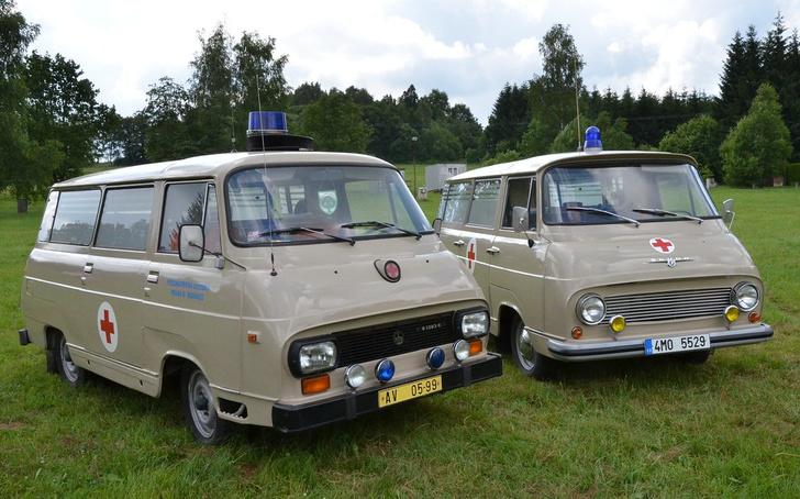 Найди пару отличий. Справа оригинальная Skoda 1203, слева ее брат-близнец марки TAZ