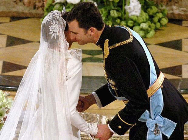 Фото №64 - Самые трогательные моменты королевских свадеб (о Гарри и Меган мы тоже не забыли)