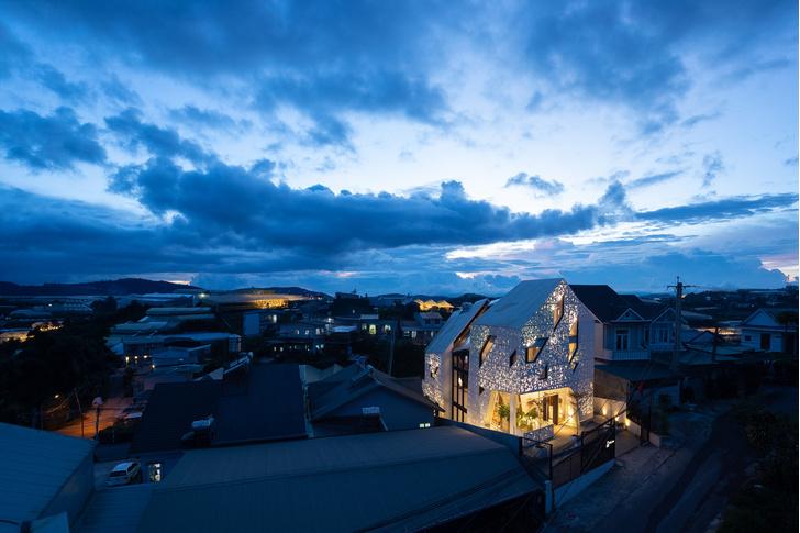 Фото №1 - Отель с перфорированными фасадами во Вьетнаме