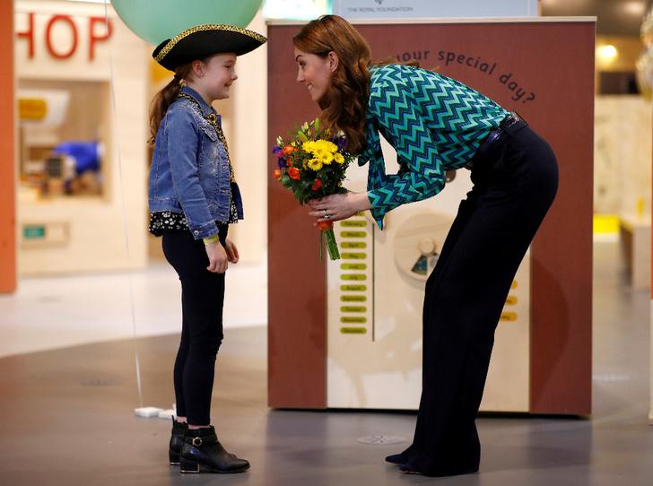 Фото №3 - Подарок Уильяма? Поклонники обсуждают новое украшение герцогини Кейт