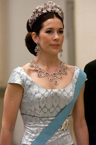 Фото №11 - Самые красивые королевские тиары современности