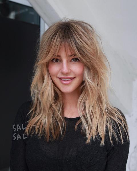 Фото №3 - 5 стильных стрижек для тех, кто не готов расстаться с длинными волосами