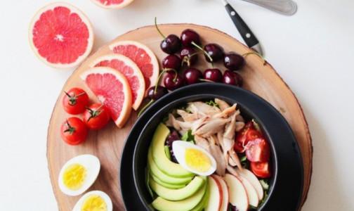 Фото №1 - Почему лучше не есть кашу утром, и каким должен быть идеальный завтрак, рассказали нутрициологи