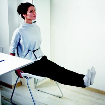 6. Дандасана на стуле