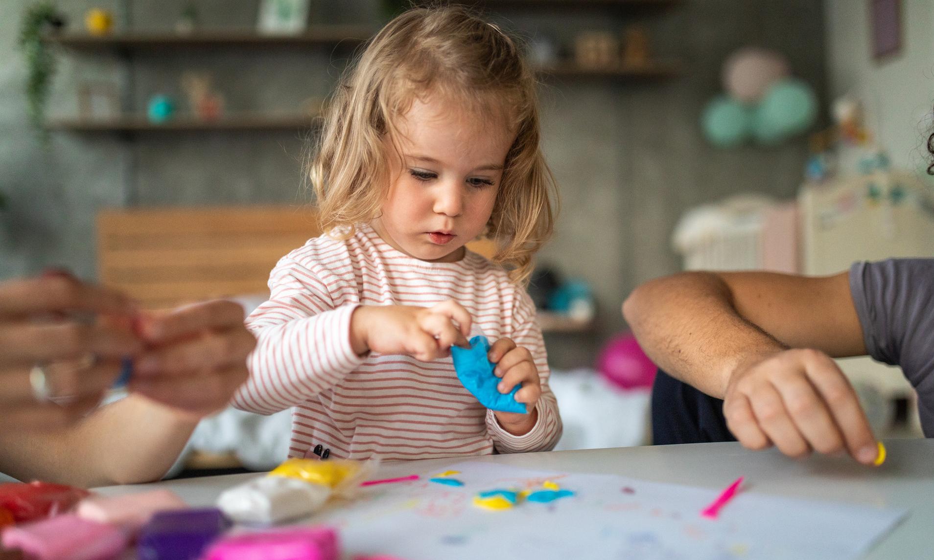 Как очистить от пластилина одежду, мебель и ребенка: 19 проверенных способов