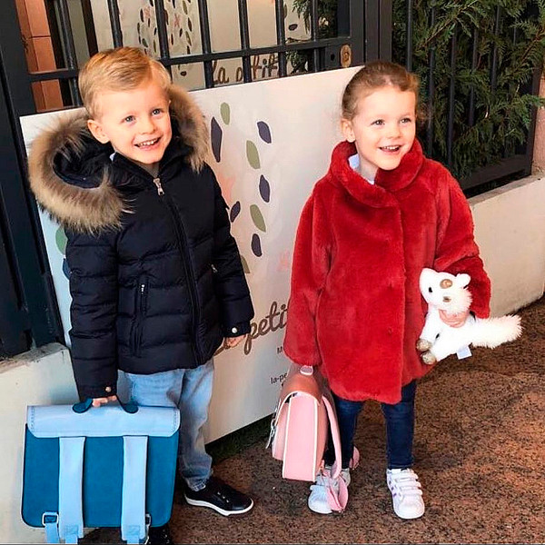 Фото №2 - Дети принцессы Шарлен вернулись в школу с подарками от Санты
