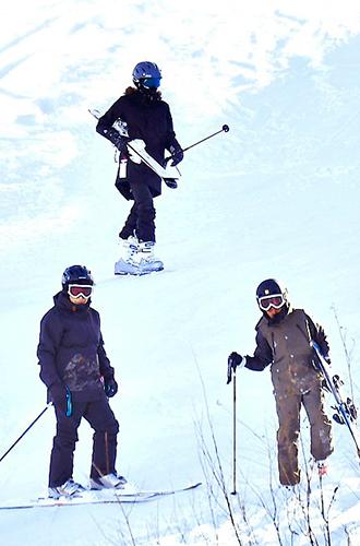 Фото №6 - Лыжню: Анджелина Джоли проводит выходные на горнолыжном курорте