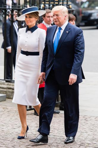 Фото №2 - 10 платьев для офиса, как у Мелании Трамп на встрече с королевской семьей