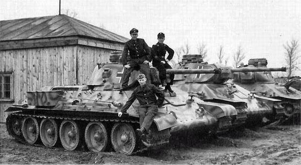 Фото №2 - Трофей из России— легендарный Т-34 на службе вдали от дома