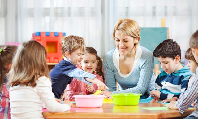 Возьмете деньгами? В России будут платить родителям за отказ от места в детском саду