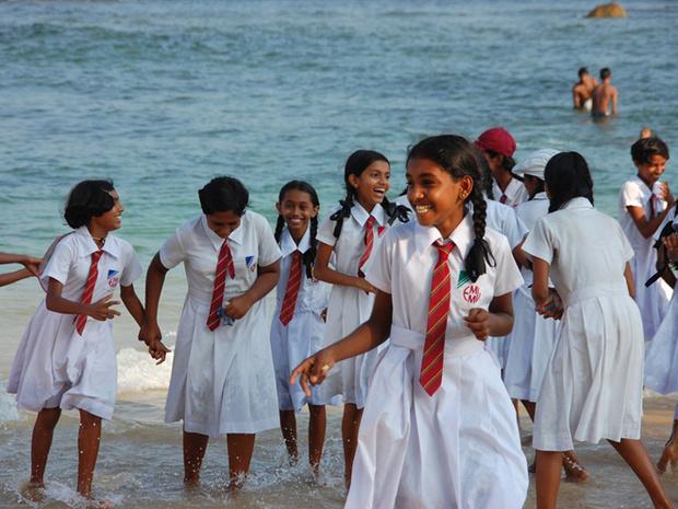 Фото №18 - Школьная форма: халаты, сари и короткие юбки