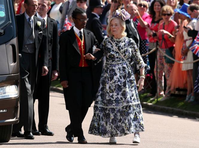Фото №7 - 3 в 1: как британские модницы носят похожие платья Erdem