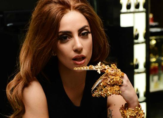 Фото №1 - Леди Гага просит оставить Майли Сайрус в покое