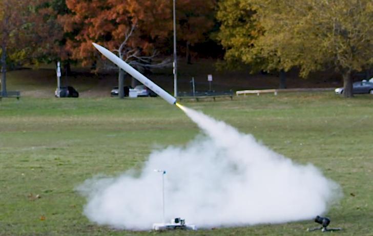 Фото №1 - Конструктор самодельных ракет показал в видео все свои неудачные запуски