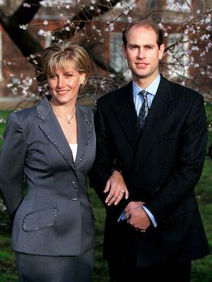 Фото №3 - Украшение с секретом: тайные символы помолвочного кольца Софи Уэссекской