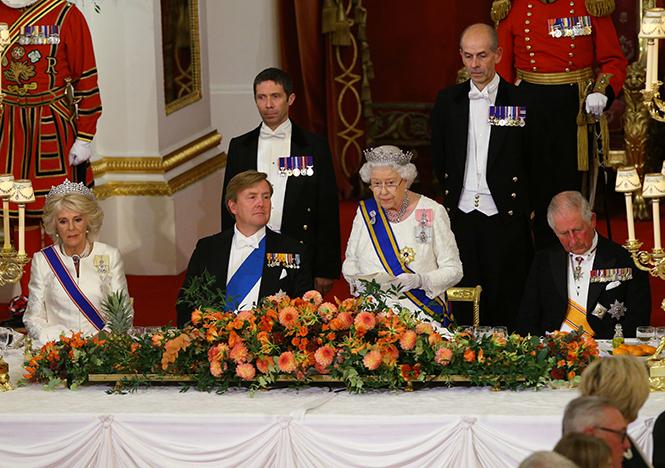 Фото №2 - Парад тиар в Букингемском дворце (и самая большая – у королевы Максимы)