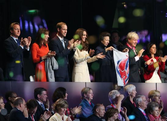 Фото №1 - Принц Уильям и Кейт Миддлтон открыли Паралимпийские игры